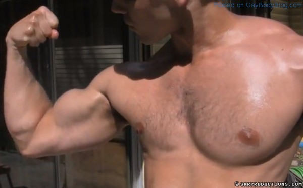 KevinMuscle-CamWithHim-2