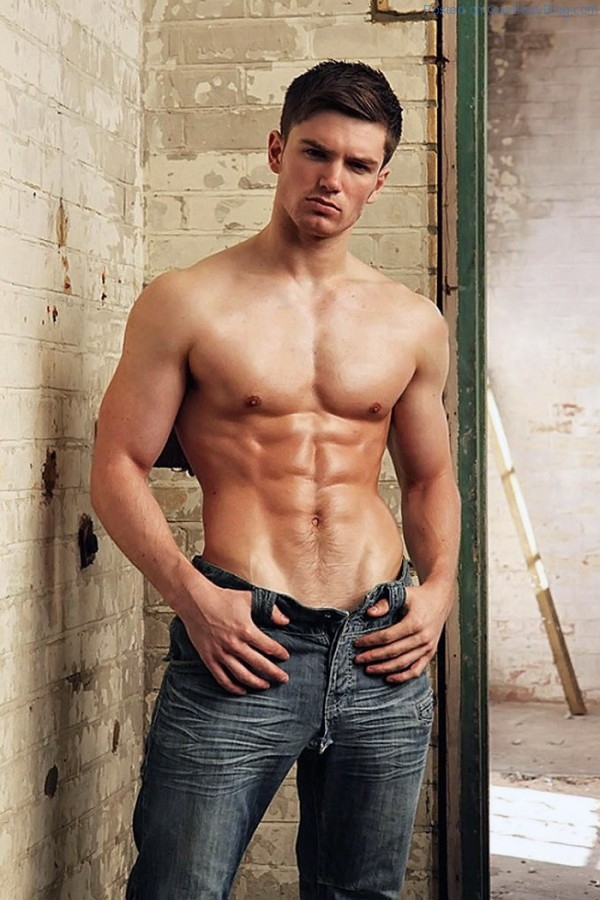 David Witts Is Proud Of His Bulge! - Gay Body Blog