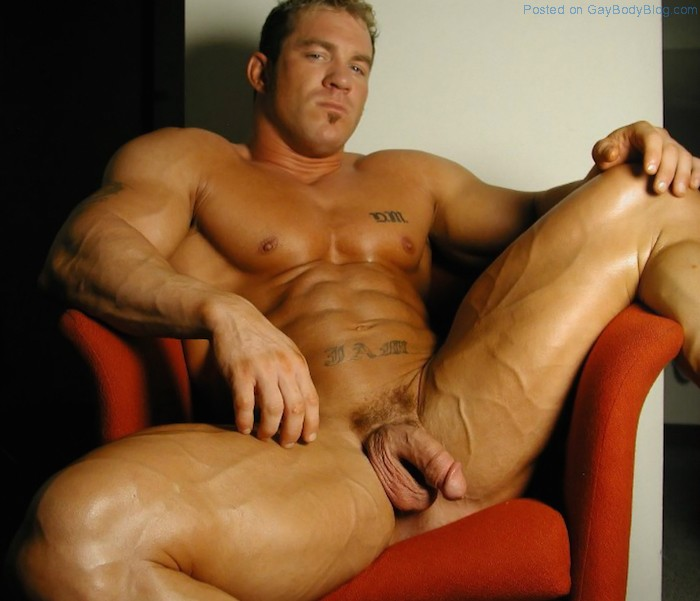 porno-gay-muscle-man