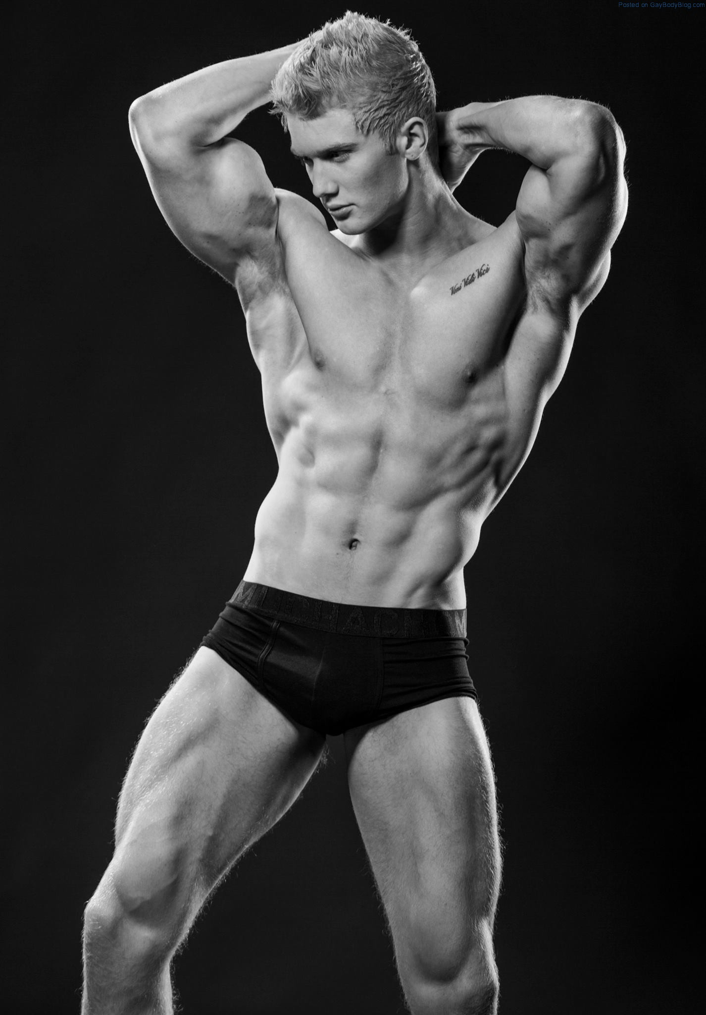 Blond Muscle Stud Zac Aynsley - Gay Body Blog - featuring