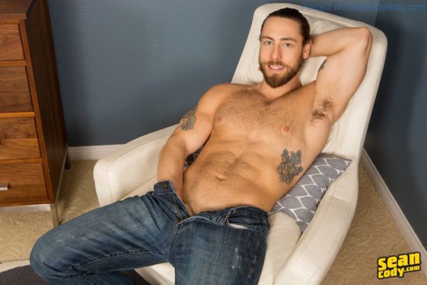 hairy-hunk-kenneth-is-a-real-show-off-2