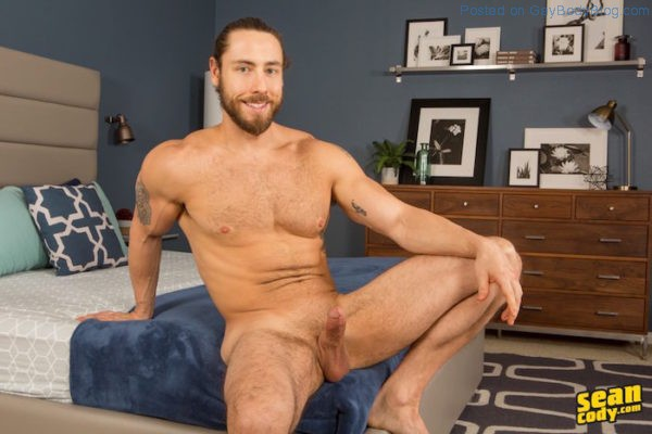 hairy-hunk-kenneth-is-a-real-show-off-4