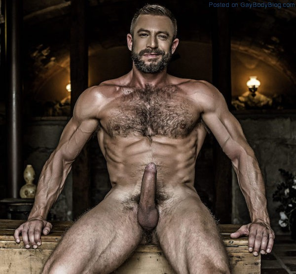 french-uncut-daddy-ludovic-grauser-gets-his-cock-out-5