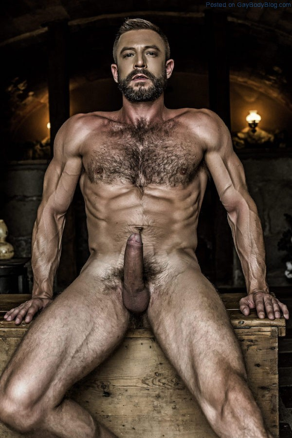 french-uncut-daddy-ludovic-grauser-gets-his-cock-out-7