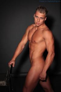 The Gorgeous Den Wok Naked!