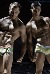 Sexy Muscled Men In Bulging Underwear!